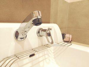洗面所の水漏れを自分で直すには?